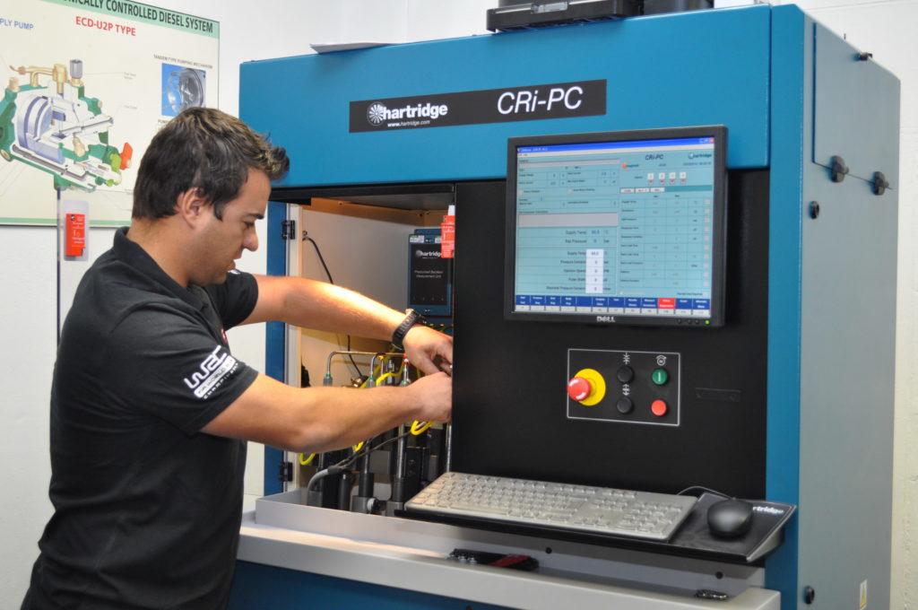Reef Fuel Injector Service Komatsu diesel fuel injection systems UD Trucks
